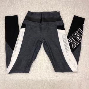 NWT VS PINK Ultimate leggings w mesh side pockets
